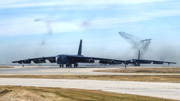 B-52s-taking-off-1024x576