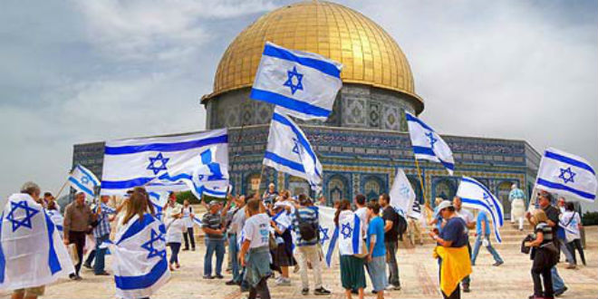 Israeli-flags-on-Temple-Mount-