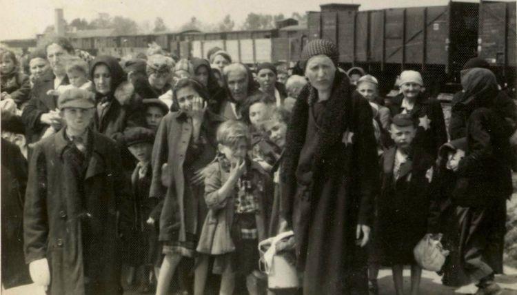 Auschwitz-Album-yad-vashem-ramp-lg