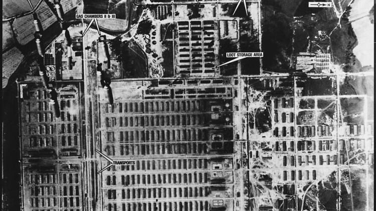 1024px-Auschwitz_bombing-880x495