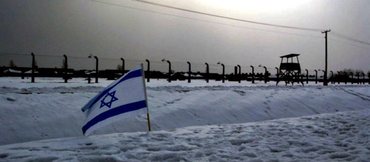 The-flag-of-Israel-at-Auschwitz-WikipediaJJJ